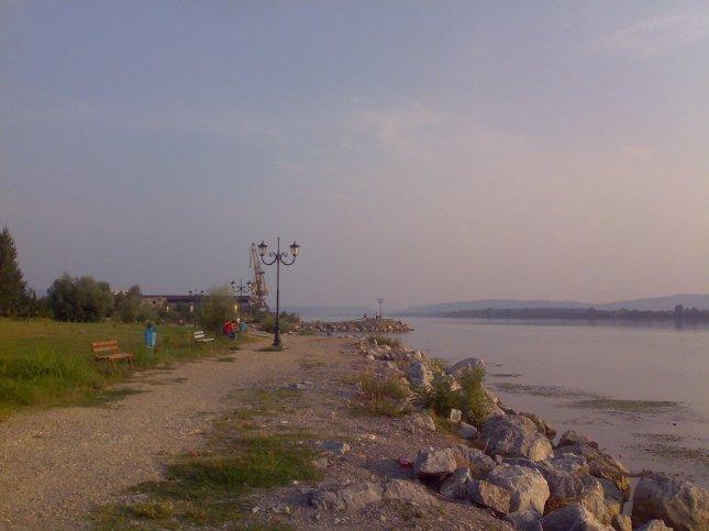 Dunărea, portul Moldova Nouă